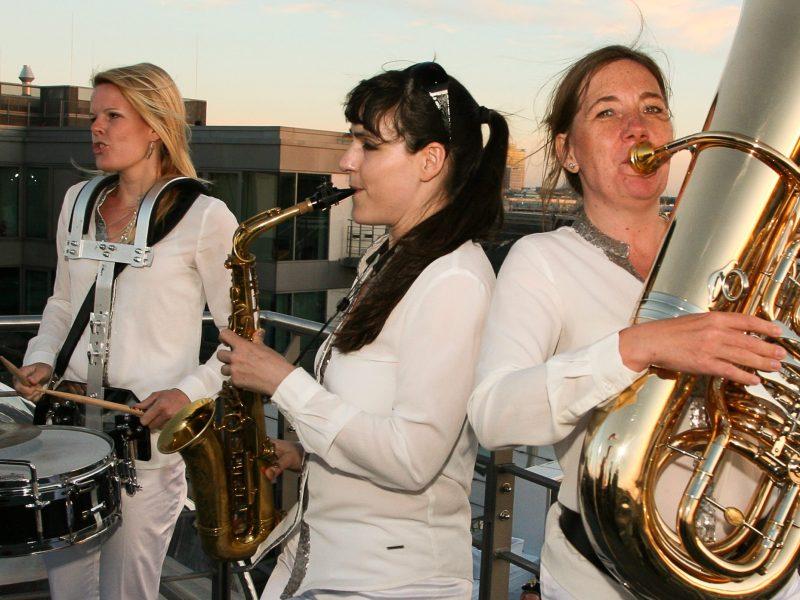 BrassAppeal mobile Band auf dem Dach